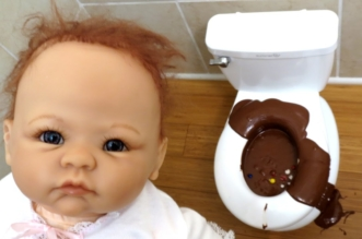 BAD BABY MESSY TOILET Gross Disgusting POOP Baby Sarah TOYS TO SEE FAMILY FUNNY VIDEO